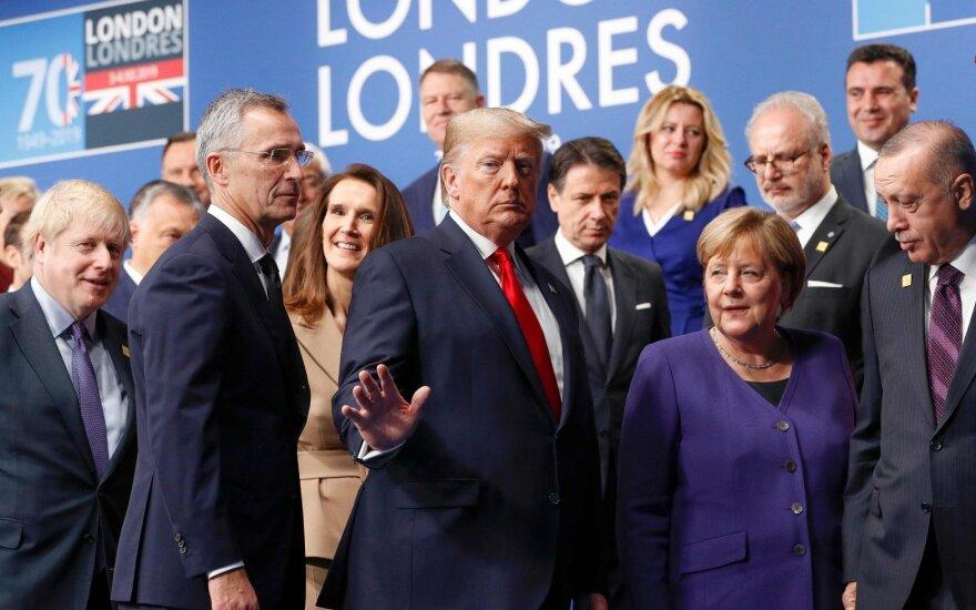 """""""Politico"""": išmušė tamsiausia politikos valanda, pasaulio lyderiai situacijos rimtumo nesuprato"""