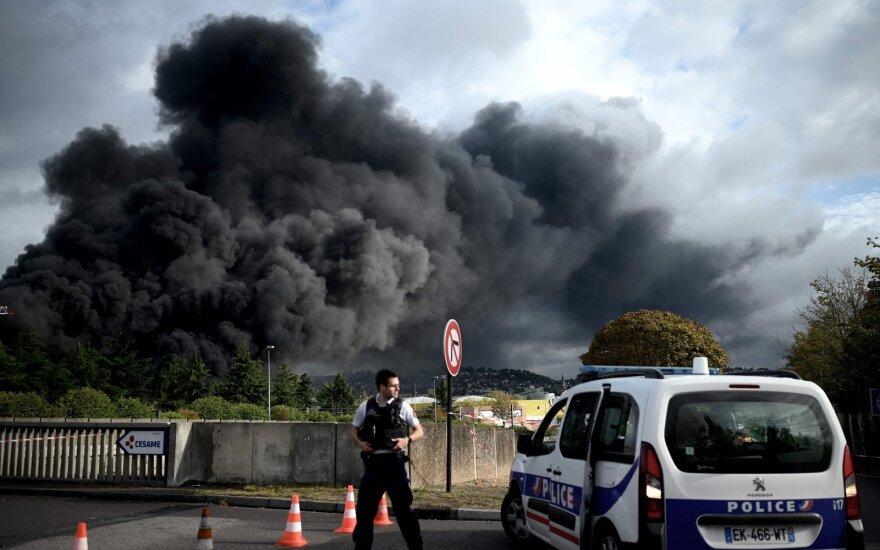 Prancūzija pradeda tyrimą dėl galimo aplaidumo, lėmusio Ruano chemijos įmonės gaisrą