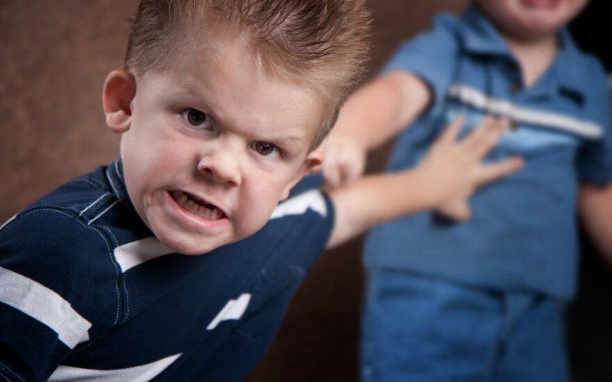 Kaip išblaškyti vaiką, kai jis ima elgtis blogai?