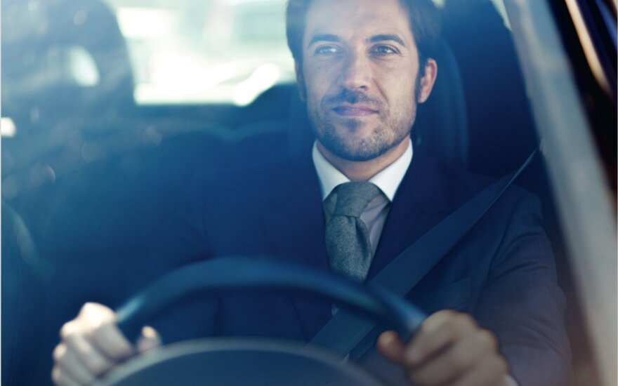 Automobilio nuoma verslo kelionėje: kaip išvengti nepatogumų