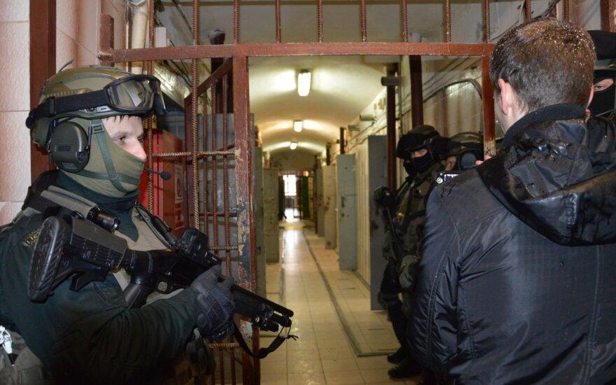 Šiauliuose – neįprasta byla: izoliatorius į teismą padavė kalinį