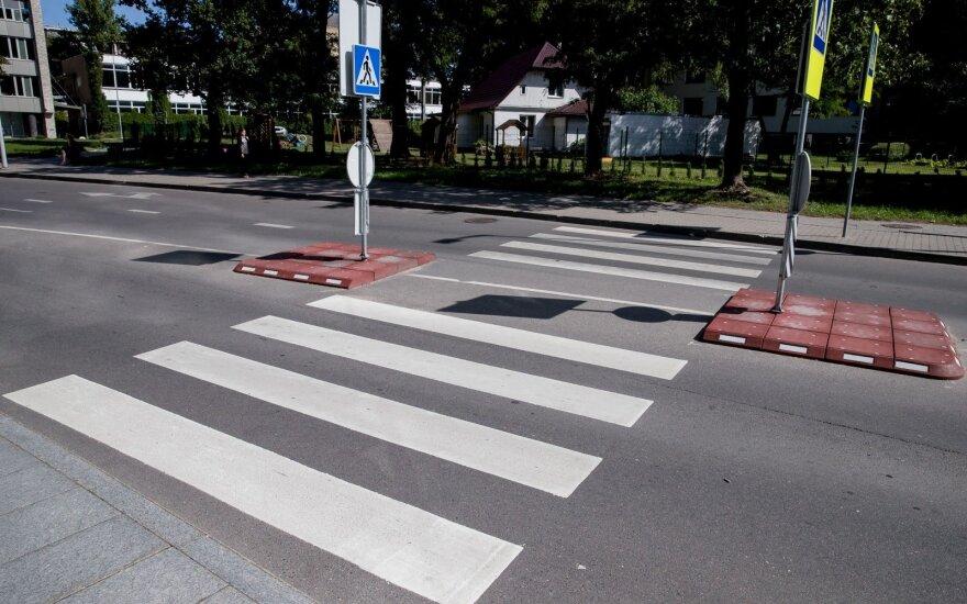 Vilniuje automobilis partrenkė pėsčiąją ir pabėgo iš avarijos vietos