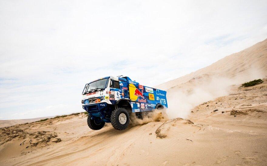 Sunkvežimių kovos Dakaro ralyje. iGo2Dakar nuotr.