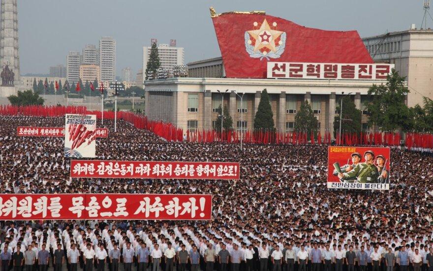 Šiaurės Korėja į D. Trumpo grasinimą atsakė grasinimu