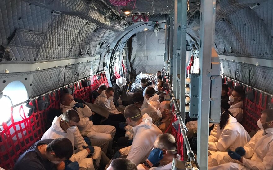 Twelve suspects and convicts brought by military plane from UK