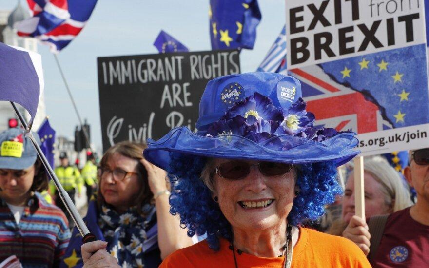 """May partija neigia sukčiavusi parlamentui balsuojant dėl """"Brexit"""" įstatymo dalies"""