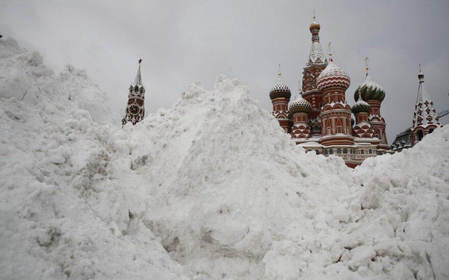 """Maskvoje – """"sniego apokalipsė"""", prašoma kariuomenės pagalbos"""