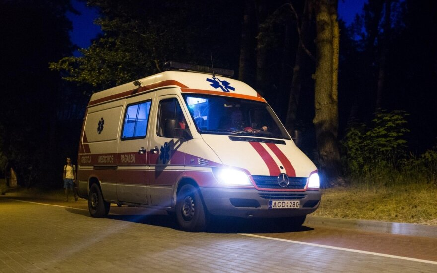 Medikų pastangos buvo bevaisės – automobilio partrenktas dviratininkas mirė