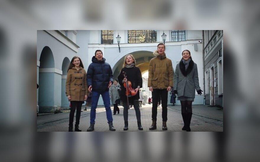 Pasaulio jaunimo dienų himną jaunimas atliko ir lenkiškai, ir lietuviškai