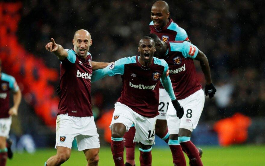 """Įvarčiu džiaugiasi """"West Ham United"""" futbolininkai"""