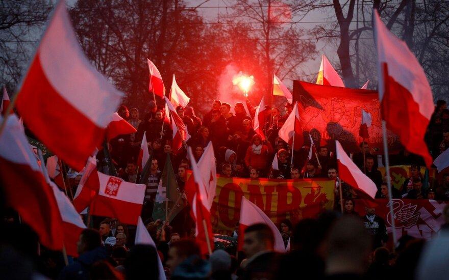 Nepriklausomybės dieną Lenkijos lyderiai žygiuos su nacionalistais