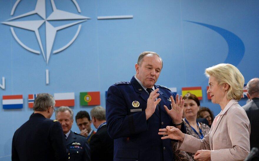 US Generol Philip Breedlove and German Defence Minister Ursula von der Leyen