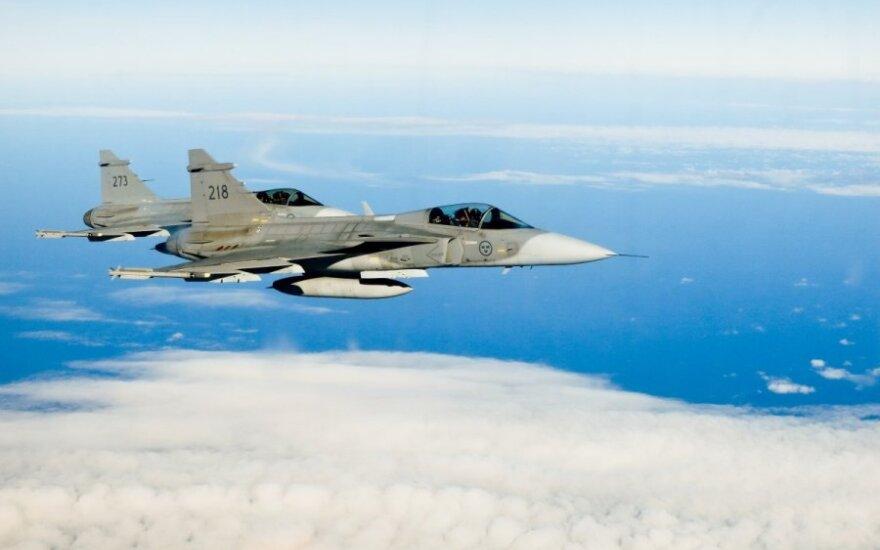NATO naikintuvai šalia Latvijos perėmė rusų sraigtasparnį