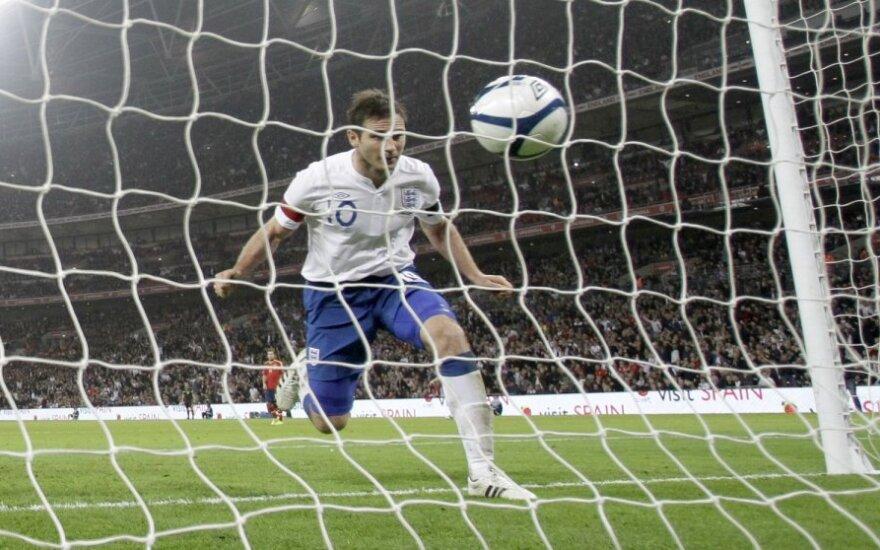 Frankas Lampardas muša įvartį