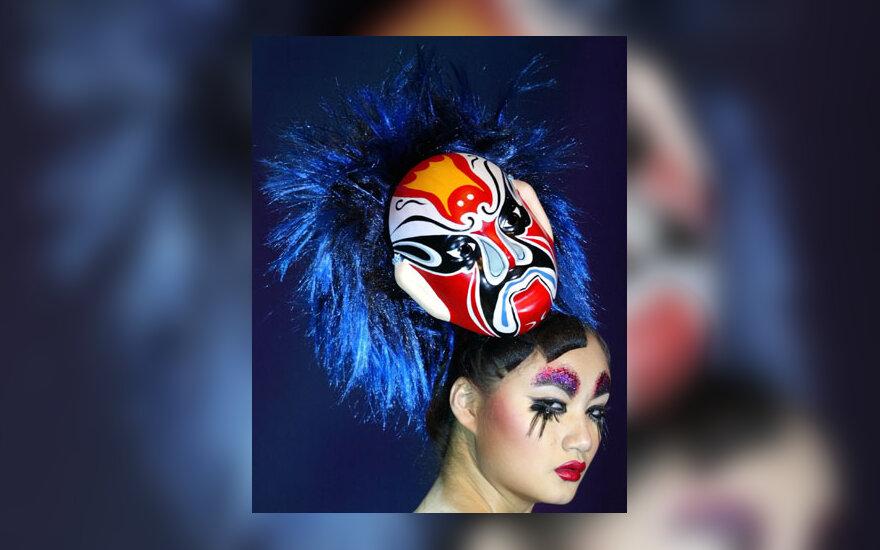Šukuosenų ir makiažo šou Kinijoje 2004 m.