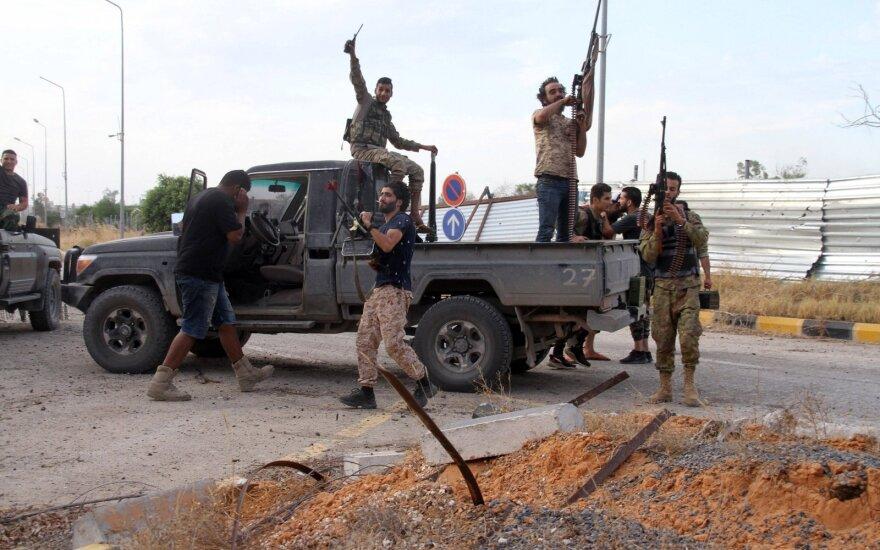 Libijos vyriausybės pajėgos Tripolio oro uoste