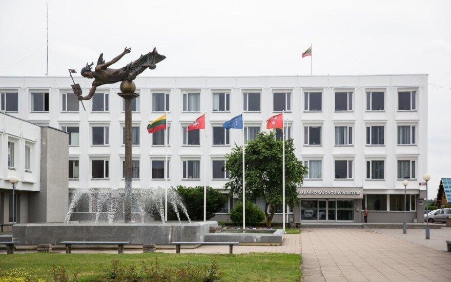 Korupcija įtariamas Jurbarko savivaldybės pareigūnas nušalintas nuo pareigų