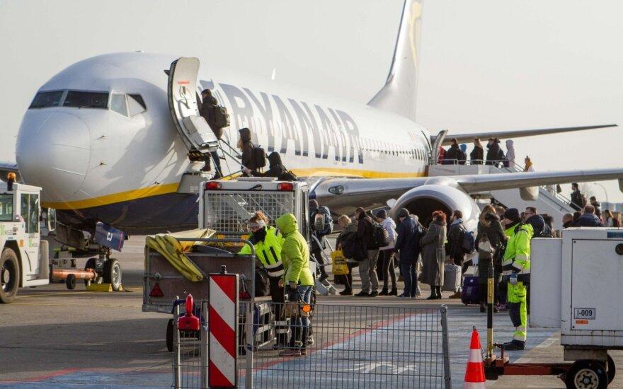 """""""Ryanair"""" keleiviams nuo šiandien taikomos naujos bagažo taisyklės"""