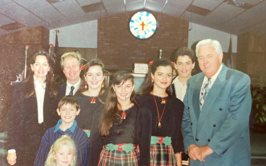 """Istorinės nuotraukos iš """"Children of God"""" sektos gyvenimo"""