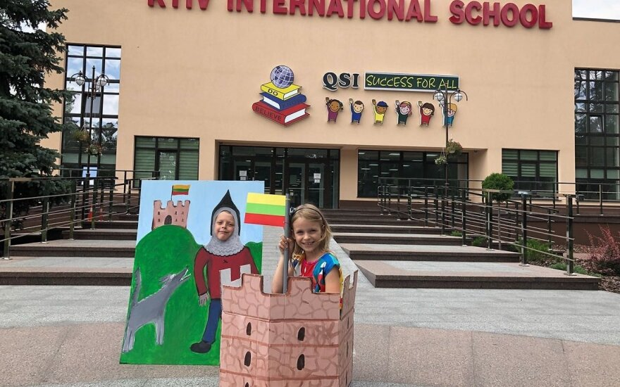 Kijevo tarptautinėje mokykloje lietuviai pirmokai pastatė Gedimino pilį