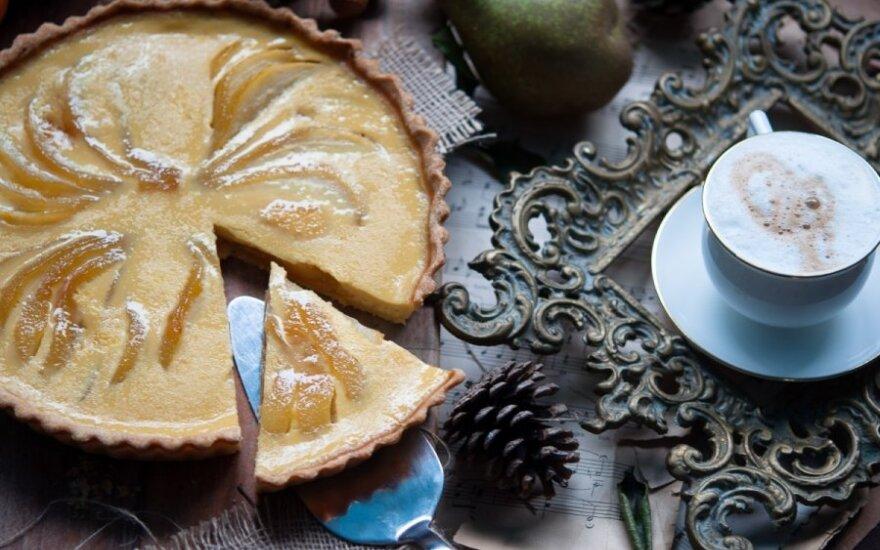 Pyragas su karamelizuotomis kriaušėmis ir apelsinų kremu