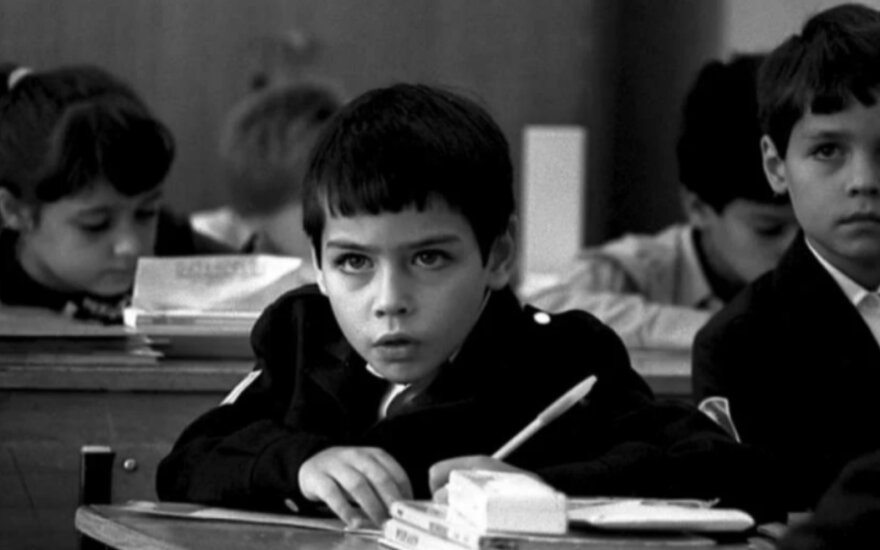 Paaiškino, kodėl sovietmečiu buvo drastiškai perauklėjami kairiarankiai ir kokios to pasekmės