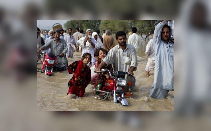 Pakistaną siaubia liūtys