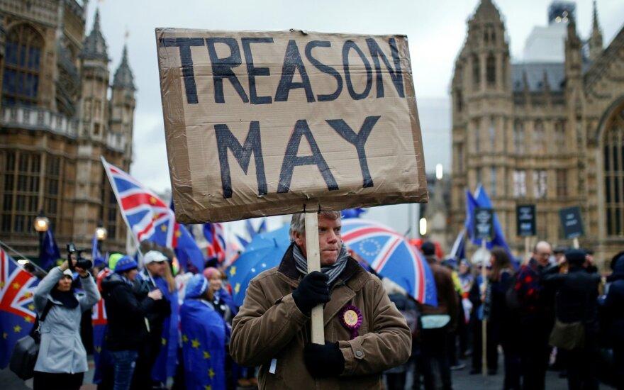 """May siunčia laišką į Briuselį: prašo atidėti """"Brexit"""""""