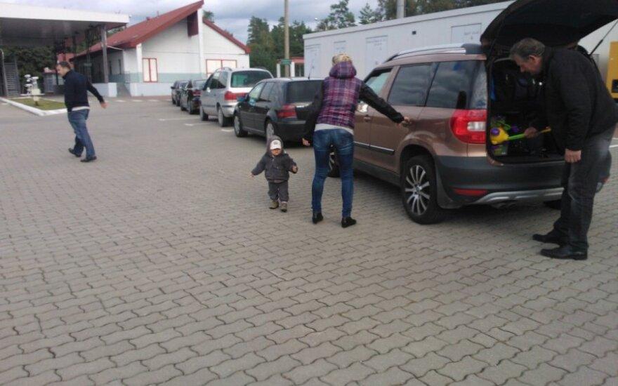 Eilėje prie Rusijos pasienio – ir šeimos su mažais vaikais