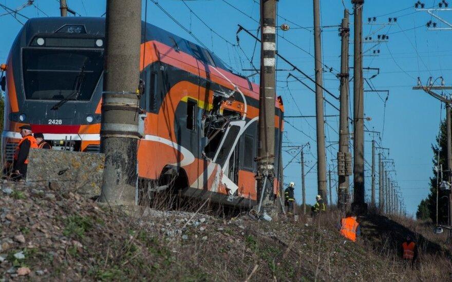 Chuliganas pagrobė traukinį, sukėlė avariją ir spruko