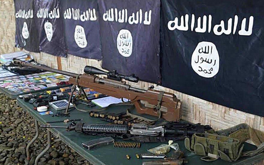 """JAV remiami kovotojai vykdo puolimą prieš """"Islamo valstybę"""" Sirijoje"""