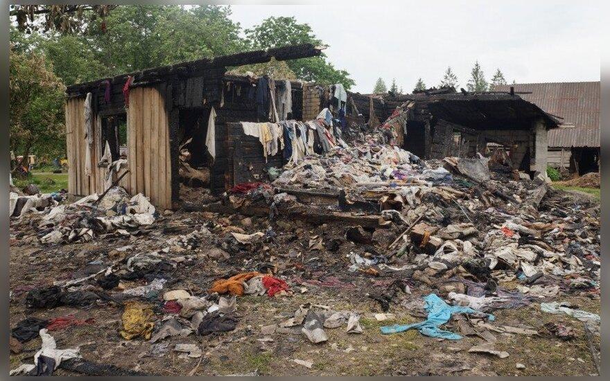 Baisus gaisras Rietavo sav.: vyresnieji broliai iš degančio namo išgelbėjo broliuką ir sesutę