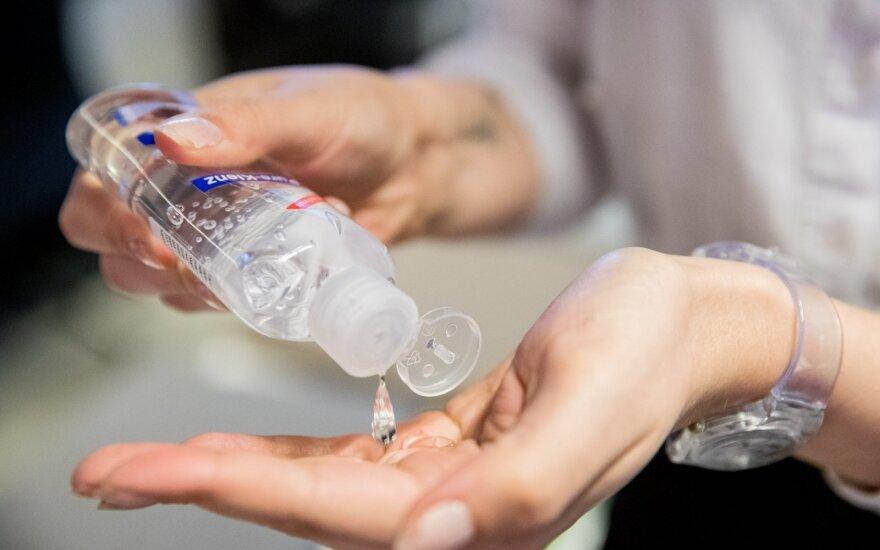 Dezinfekcinis rankų skystis jau keliauja ir į parduotuves