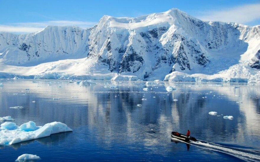 Mokslininkai perspėja: Antarktidos ledynai tirpsta šešiskart sparčiau