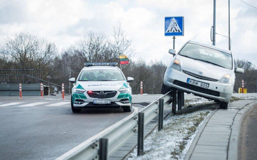 """Apskaičiavo: dažniausiai į eismo nelaimes patenka """"Toyota Prius"""""""