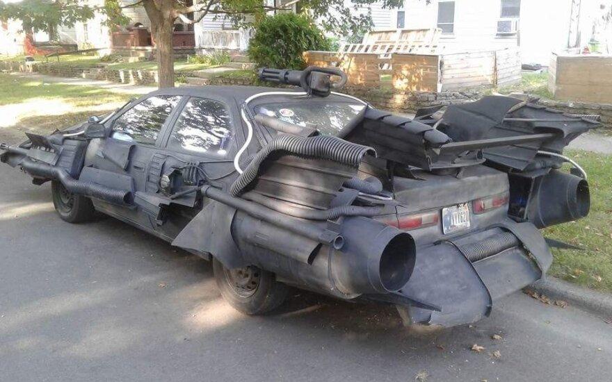 """Toyota Camry"" virto ""Betmobiliu"""