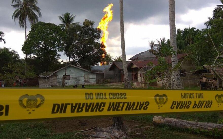 Gaisras Indonezijos naftos gręžinyje