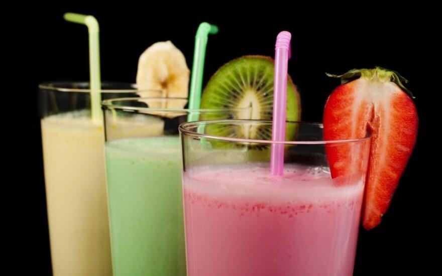 Pieniškas kokteilis su vaisiais