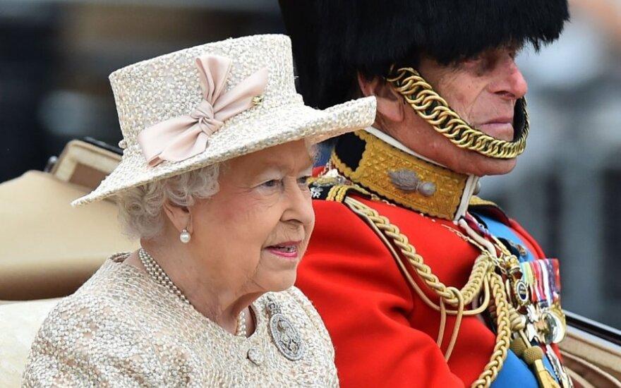Karalienės Elžbietos II vyras princas Philipas apkaltintas neištikimybe