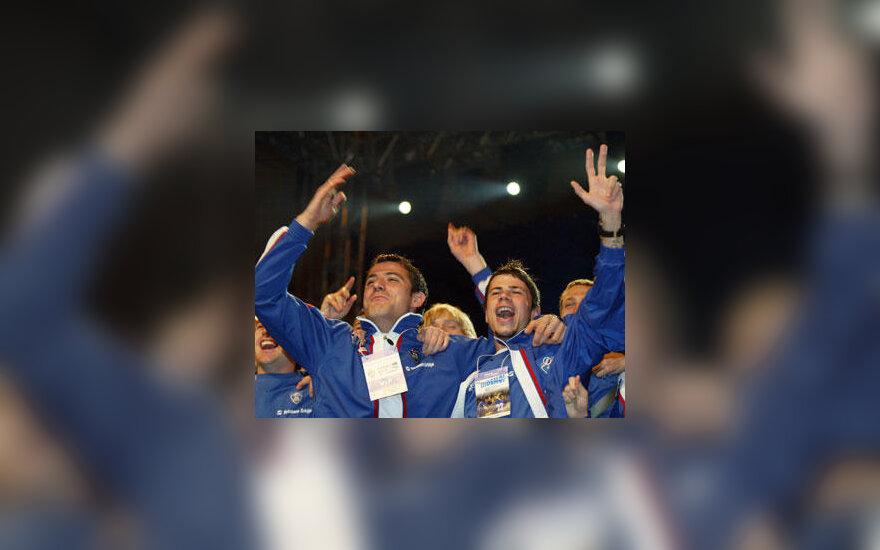 Serbijos ir Juodkalnijos rinktinės futbolininkai Dejanas Stankovičius ir Mateja Kežmanas