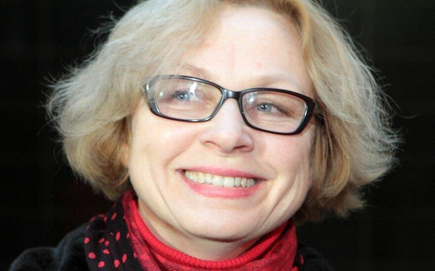 Teismas išteisino švietimo ministro žmoną E.Pavalkienę