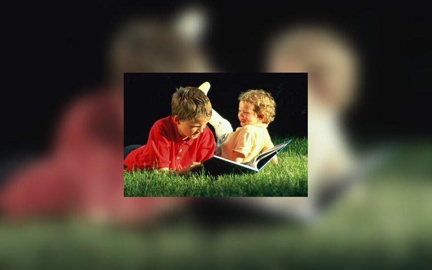 Vaikai skaito