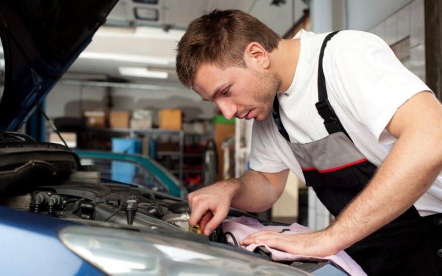 Kas geresnis patarėjas remontuojant automobilį: draugas ar servisas?