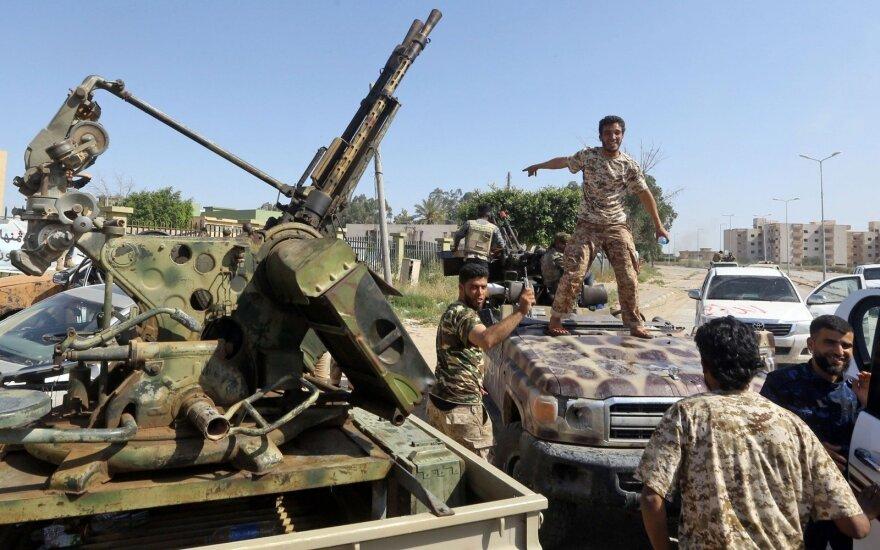 Libijos vyriausybei ištikimos pajėgos kontratakuoja Haftaro kovotojus