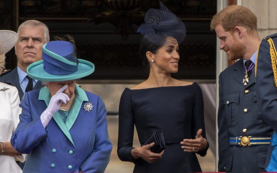 Karalienė Elizabeth II, Meghan Markle ir princas Harry