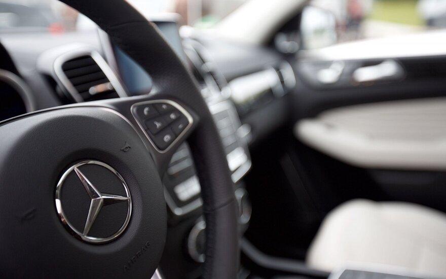 """""""Mercedes"""" į gamyklos JAV atnaujinimą investuos virš milijardo eurų"""