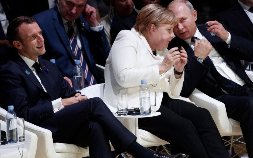 Emmanuelis Macronas, Angela Merkel, Vladimiras Putinas