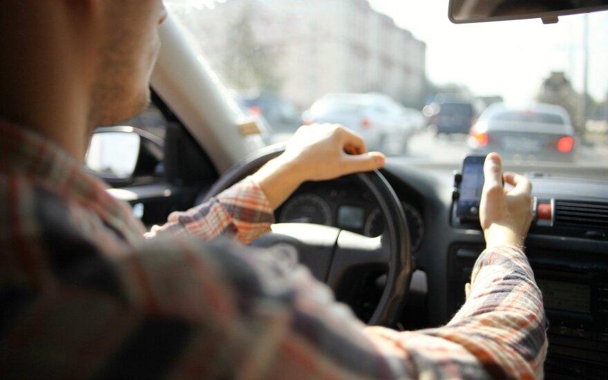 Sostinėje įvykdytas plėšimas: keleivis automobilio vairuotojui grasino pistoletu