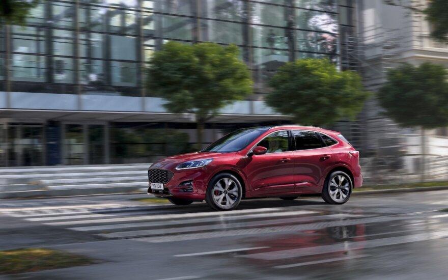 """""""Ford Kuga"""" įkraunamasis hibridas – populiariausias tokio tipo modelis Europoje"""