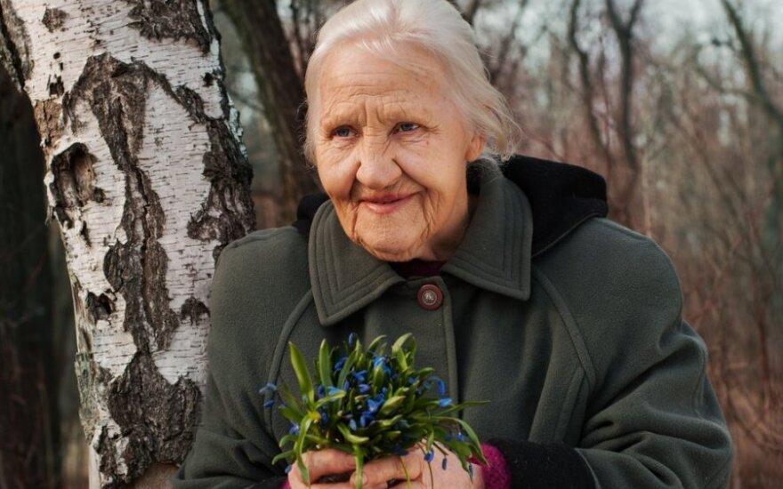 Jautrus laiškas močiutei: būk laiminga ten, kur išėjai